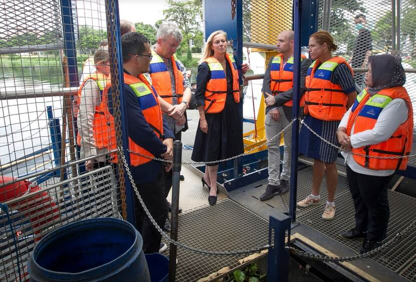 Minister for Foreign Trade and Development Cooperation, Sigrid Kaag, and #CircularEconomy companies visited the prototype and first interceptor of The Ocean Cleanup in Jakarta during the State Visit this year.